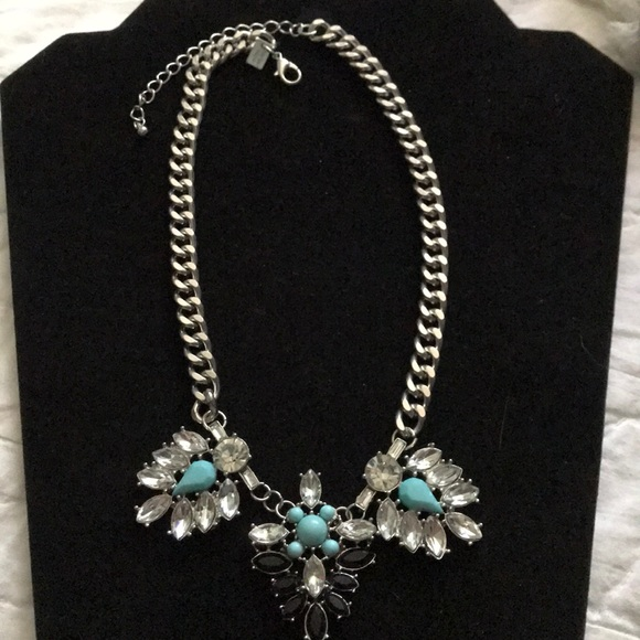 NWT AMERICAN EAGLE OUTFITTERS BLUB BIB NECKLACE